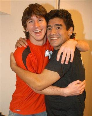 http://kebebasan.files.wordpress.com/2007/06/lionel-messi-maradona-01.jpg