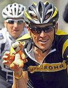 Lance Armstrong con il bracciale LiveStrong