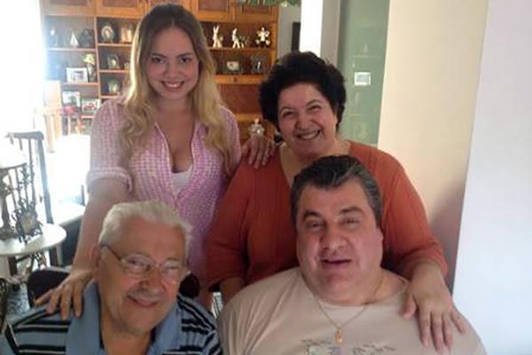 Gerson Brenner com a esposa Marta, o pai e a filha Ana. Foto: Facebook