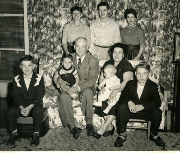 img140Norman,Dad-Mark,Mom-Clark,Dan, Dawn Bill & Mary standing. 1956 (Copy)