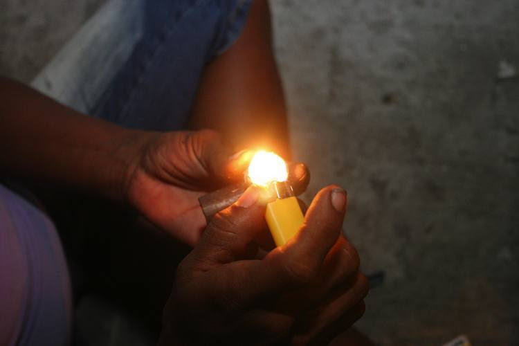 Nas ruas de praticamente todas as cidades do país, as drogas baratas atrem adolescentes que não conseguem se livrar do vício