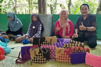 Twpo people  showing bag made by traditional weaving method