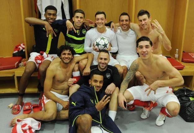 Wachezaji wa Arsenal wakifurahia ushindi mnono