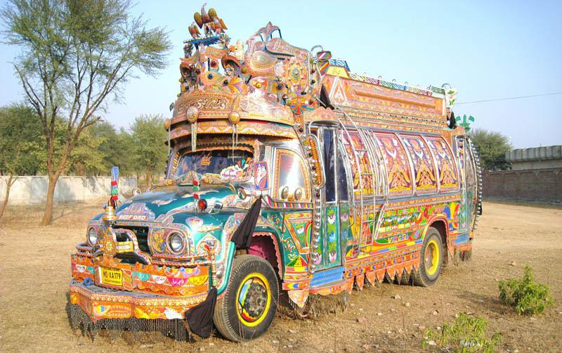 Arte dos coloridos caminhões paquistaneses 14