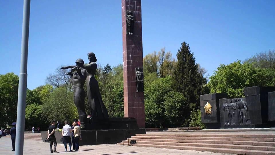 Картинки по запросу Неонацисты из С14 инициировали снос Монумента Славы