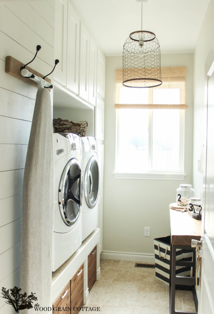 Tips for Designing and Decorating Your Laundry Room - Image via The Wood Grain Cottage | www.andersonandgrant.com