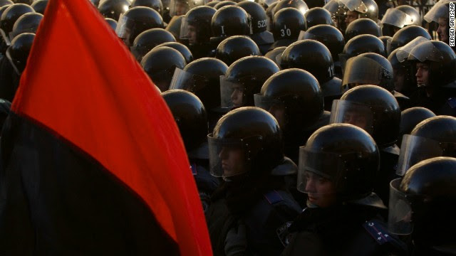 Police stand guard outside the parliament in Kiev on December 3.