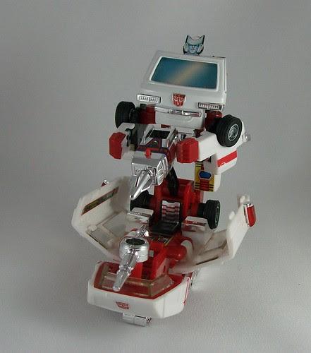 Transformers Ratchet (G1 Encore) - modo batalla