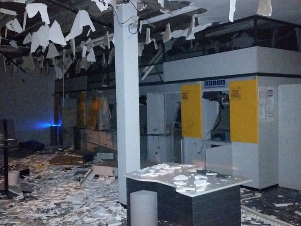 Ladrões conseguiram levar dinheiro de apenas um caixa eletrônico (Foto: Divulgação/Polícia Civil)