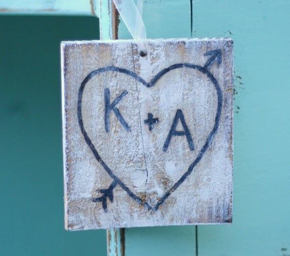 Carved On Rustic Old Barn Wood Heart And Arrow Personalized With Your Initials Vintage Wedding Sign Chair Hangers Engagement Photo Prop Decoration Door Hanger Valentine's Day Gift Antique Love