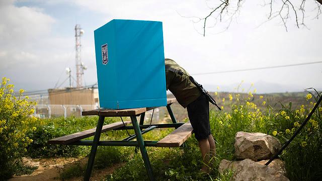 Soldier votes near Ariel (Photo: Reuters)