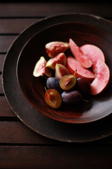 squaremeal:  (via wood, brick, stone. / dark wood and fruit)
