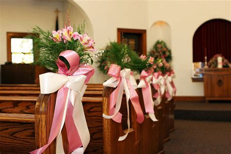 11 Beautiful Options For Wedding Pew Decorations
