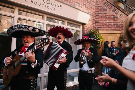 Mexican Inspired, Colourful Wedding   With a Mariachi Band