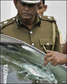Police investigate shattered windscreen of car of newspaper editor Lasantha Wickramatunga in the suburbs of Colombo, Sri Lanka, Thursday, 8 Jan, 2009