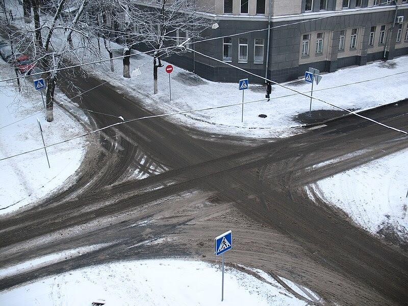 File:Crossroad in winter 2.jpg