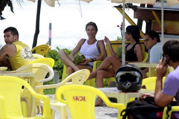 Grazi e Ana Lima correm na praia (Foto: Dilson Silva/ Ag. News)