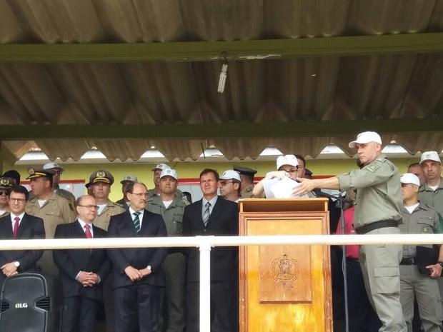 Autoridades participaram da solenidade, como o governador José Ivo Sartori e o secretário de Segurança Pública Cezar Schirmer (Foto: João Laud/RBS TV)