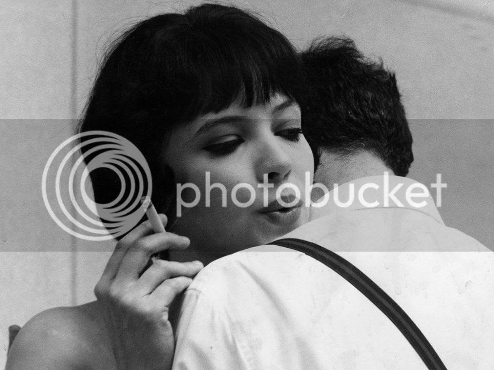 photo vivre-sa-vie-1962-003-anna-karina-smoking-shoulder_zpsw1bo06he.jpg