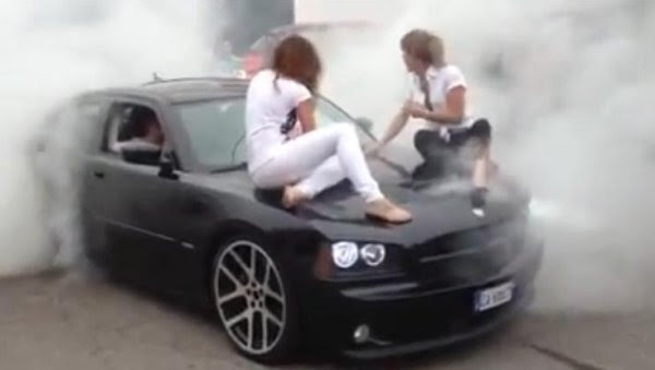 Tire Shredding Tuesday Dodge Charger Rt Roasts The Tires With Girls On The Hood Dodgeforum Com