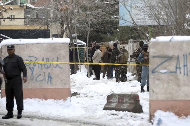 Les accès au bâtiment sont barrés par les... (Photo Massoud Hossaini, archives Associated Press)