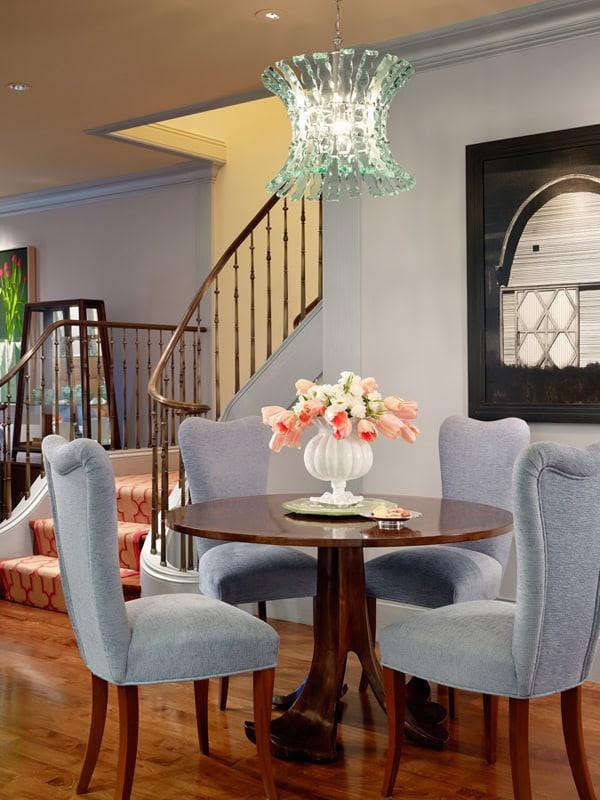 yemek-odasi-mavi-sandalye-masa-avize