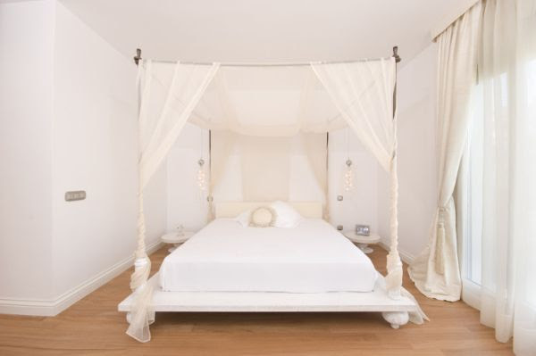 Decorating A Romantic Canopy Bed: Ideas & Inspiration