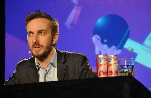 El humorista alemán Jan Böhmermann, durante su programa 'Schlimmer als Jan Böhmermann', en Rostock, en 2014.