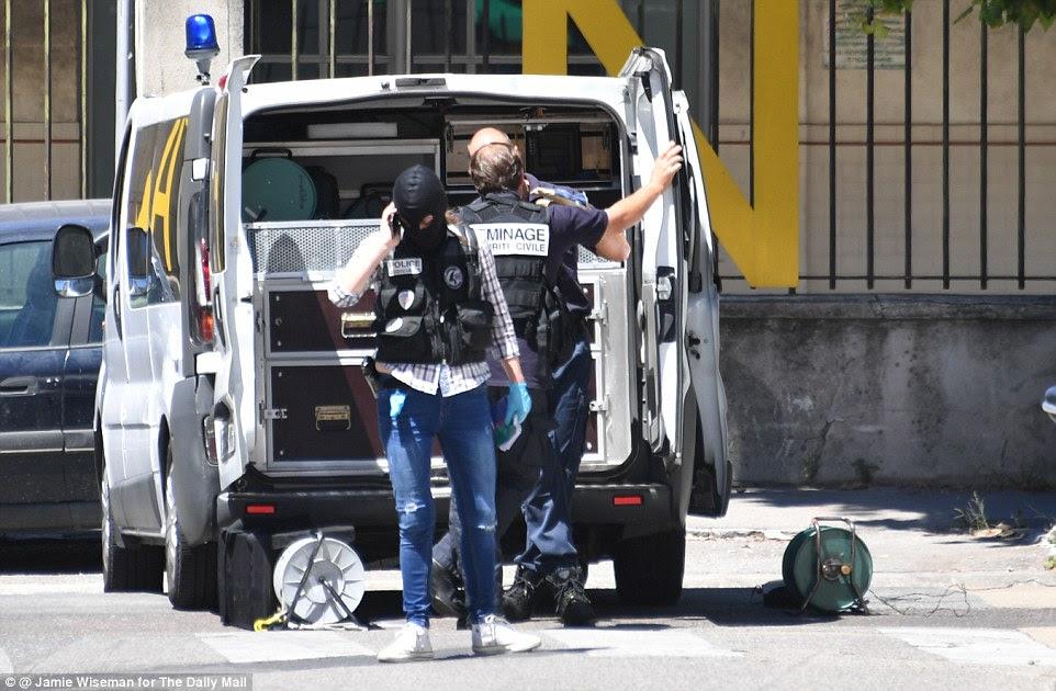 Probe: procurar a polícia francesa um camião e do apartamento de Nice terrorista Mohamed Lahouaiej Bouhlel hoje como trabalhar fora porque ele fez isso