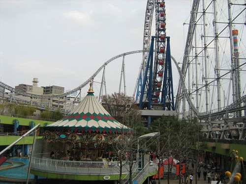 Roller-coaster in front of Laqua