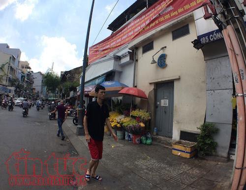 TP Hồ Chí Minh: Vắng bóng lực lượng chức năng, vỉa hè quận 1 'đâu lại vào đấy' - Ảnh 7.