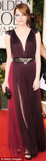 Tons de ameixa: Emma Stone vestida com um vestido Lanvin mergulhando, Tina Fey também optou por um tom de púrpura, enquanto Glee atriz Dianne Agron para um vestido vermelho intrincados