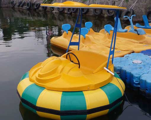Large battery powered bumper boats