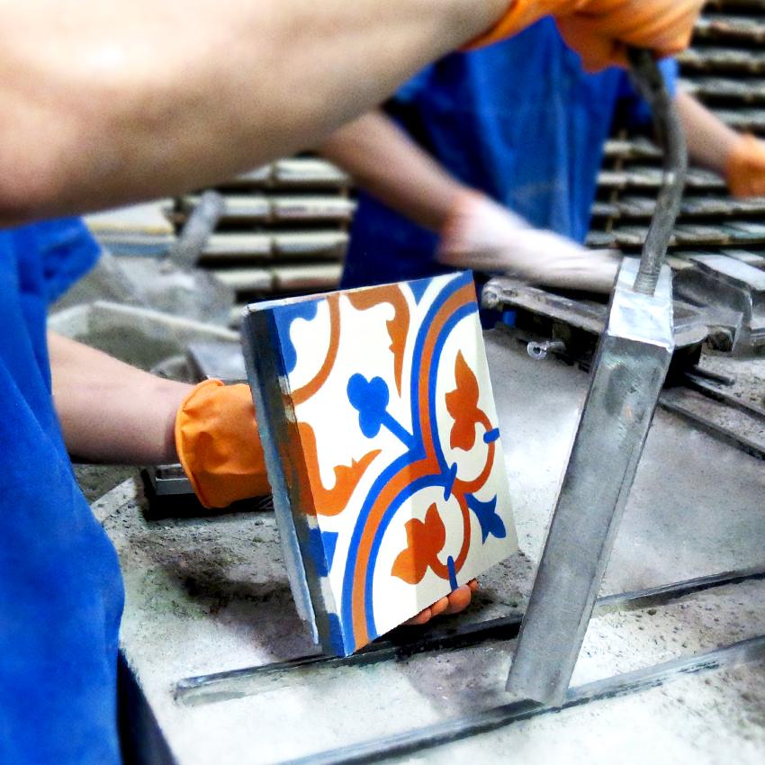 Conheça a arte que transforma cimento em ladrilho