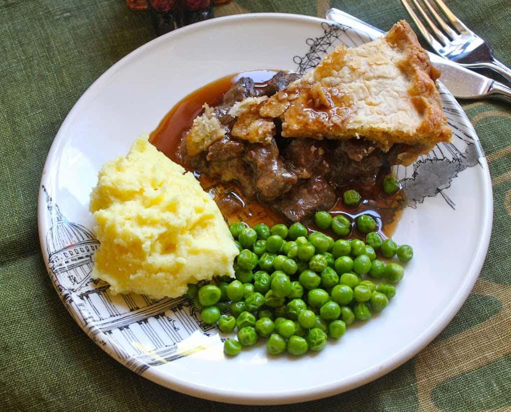 Steak Pie w/Peas, Mashed Potatoes & Gravy