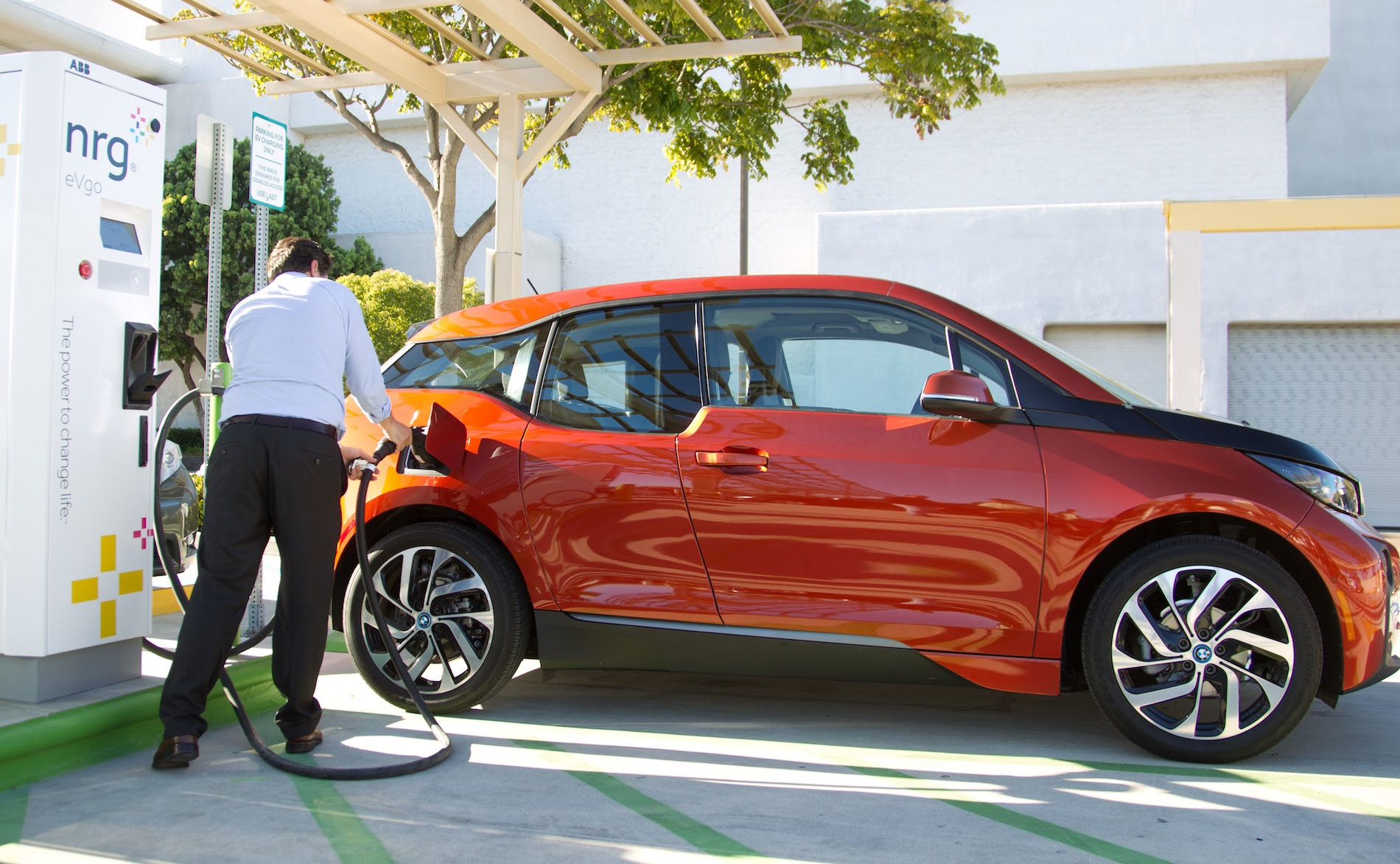 BMW i3 Charges at First Ever Charging Station with Combo-Charging DC ...