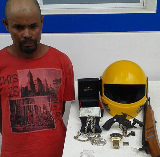 Marcos estava com arma reconhecida por vítima de roubo |