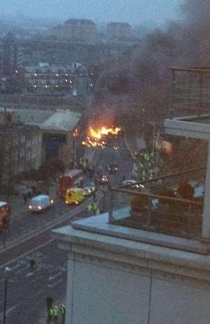 Un helicóptero se estrella en Londres Foto: Twitter (@craiglet)