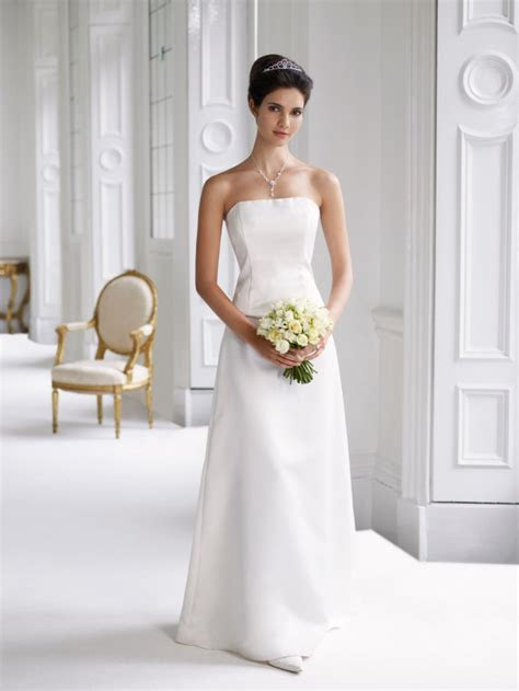 Simple Wedding Dress 2011   Women Fashion Tv