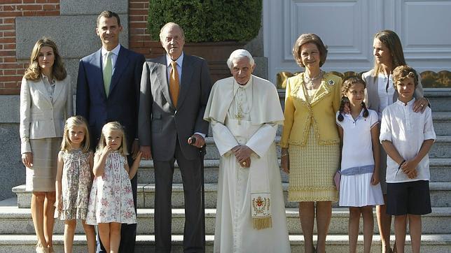 http://www.abc.es/Media/201108/19/benedicto-familia-real--644x362.jpg