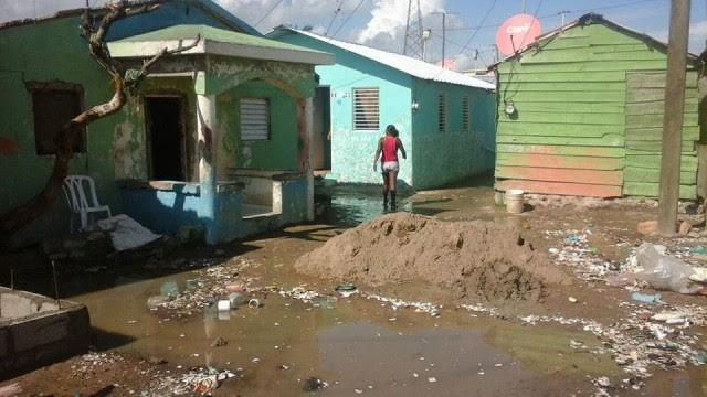 """""""Pequeño tsunami"""" arrasa con vivienda en Puerto Plata"""