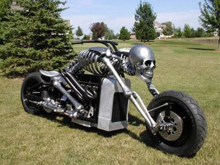 Modifikasi Motor berbentuk skull-bike..sangar poll !