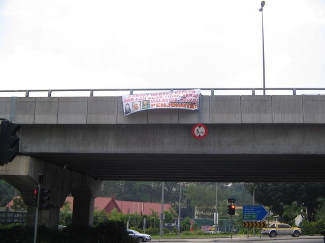 """""""Rakyat Merayu kepada Pak Lah Agar Tidak Serah Malaysia Kepada Penjenayah""""."""