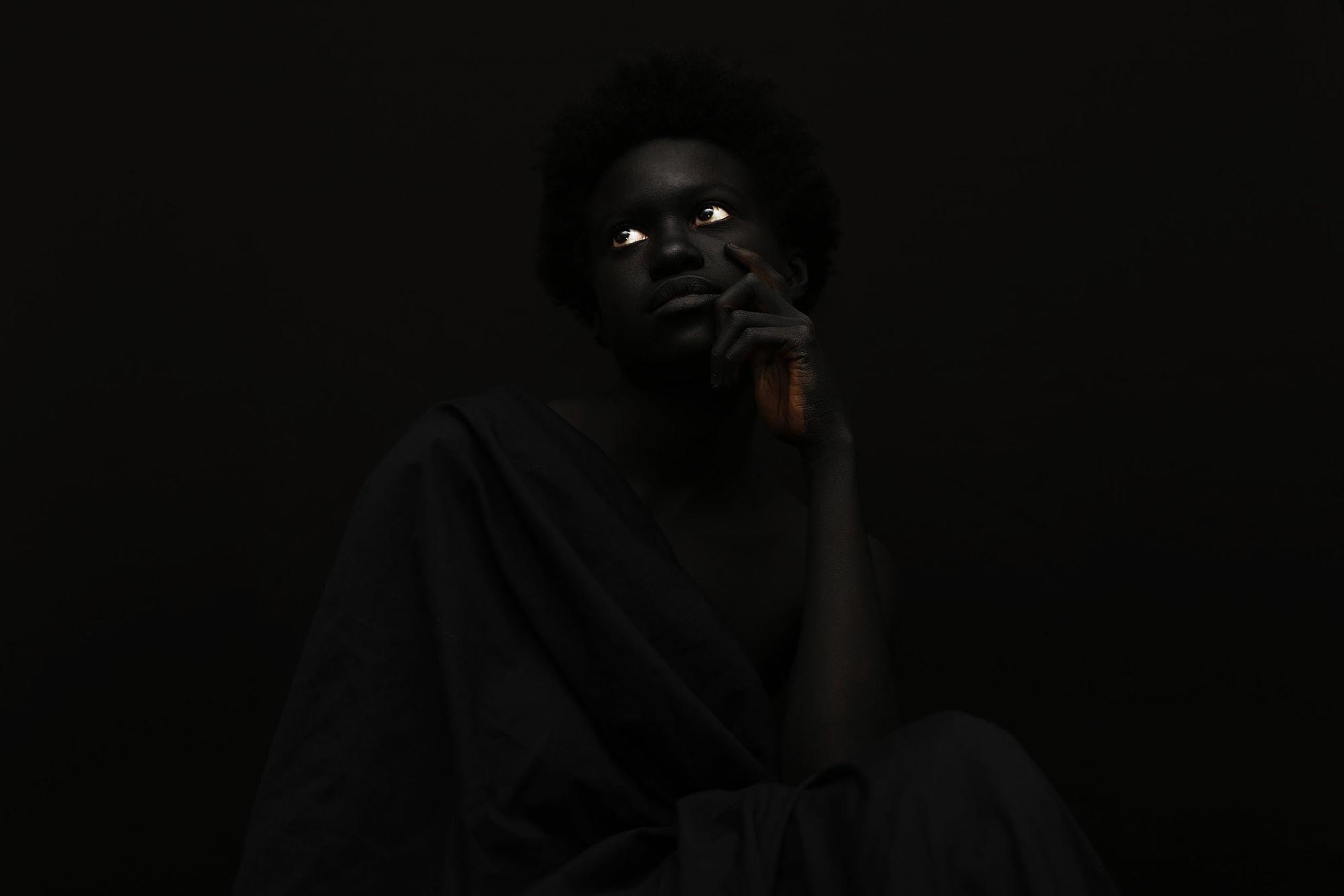 """Imágenes de la serie """"The Darkest Color"""", fotografiada por Yannis Davy Guibinga, con Tania Fines y Madjou Diallo, y con bodypainting de Jean Guy Leclerc.  Todas las imágenes a través de Yannis Davy Guibinga."""