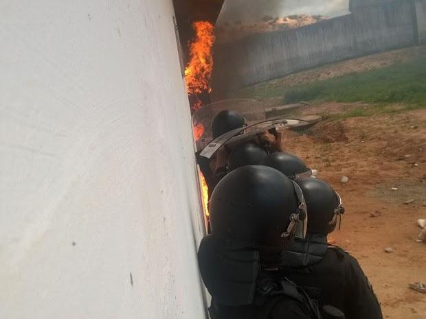 Grupo de Operações Especiais foi chamado para conter a rebelião (Foto: Divulgação/Sejuc)