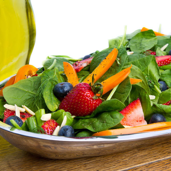 Spinach and berry salad with strawberry vinaigrette
