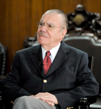 SENADOR DO AMAPÁ É QUE DECIDE O DESTINO DO MARANHÃO: Sarney chega em São Luís para definir se Roseana deve ou não deixar o governo.
