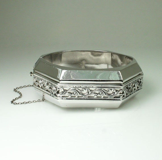 Vintage Whiting and Davis Silver Tone Hinged Clamper Bangle Bracelet