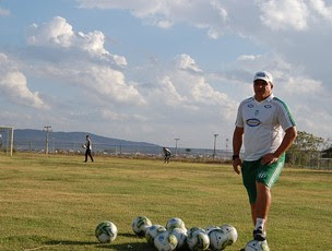 Givanildo Sales, técnico do Belo Jardim-PE (Foto: Tiago Medeiros / GloboEsporte.com)