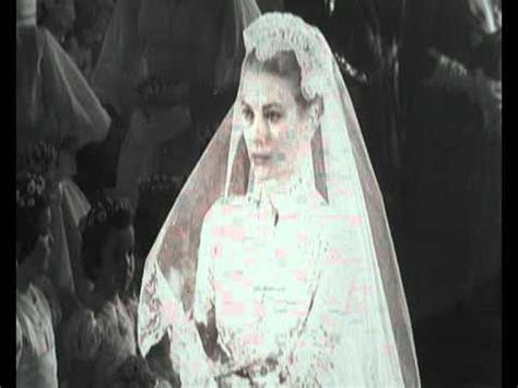 Grace Kelly at her wedding with dress that inspired Kate